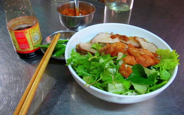 Hoi An Local Food - Cao Lau
