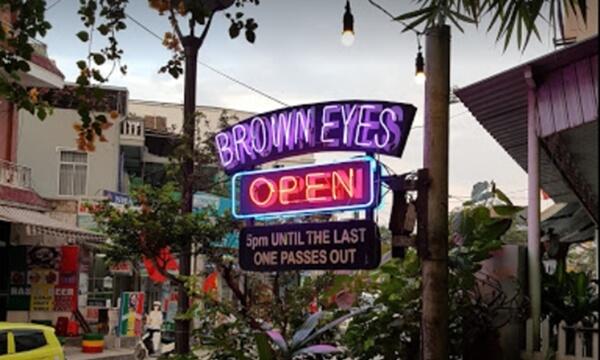 Brown Eyes Bar Hue