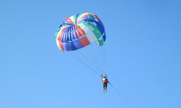 parachuting canoeing on My Khe beach