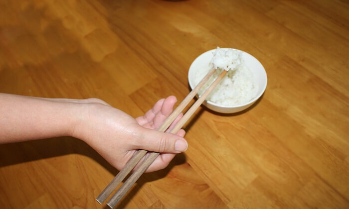 eating rules with chopsticks
